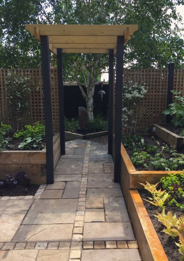 Linking the inner courtyard with the larger garden beyond